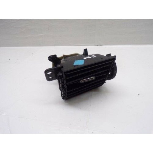 Toyota Auris passenger side air vent